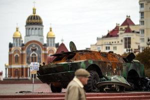 Obrnený transportér z Donbasu vystavený v Kyjeve ako vojenská trofej.