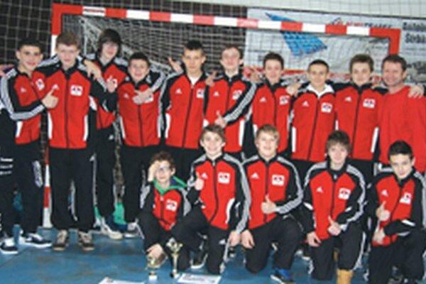 Starší žiaci vyhrali turnaj na Považí.