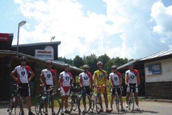 Časť výpravy topoľčianskych cyklistov.