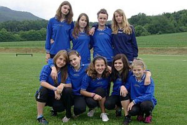 Družstvo dievčat z Mikušoviec.