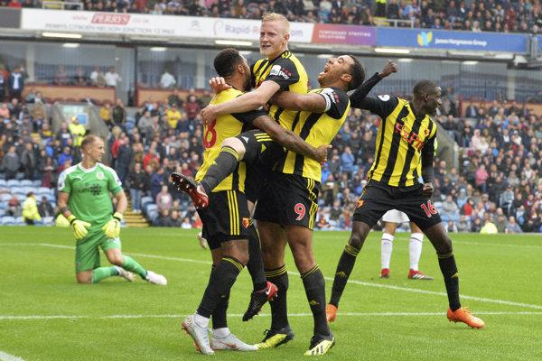 Hráči Watfordu sa radujú po jednom z gólov.