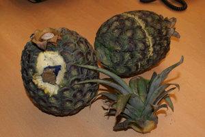 V každom z ananásov bolo skrytých asi osemsto gramov kokaínu.