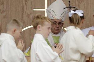 Pápež vyzval rodičov, aby nereagovali mlčaním.