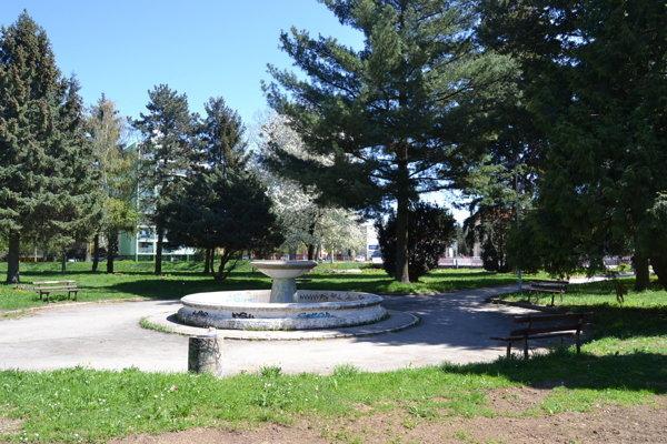 Park na Námestí mládeže. Plány na jeho obnovu sú pripravené.