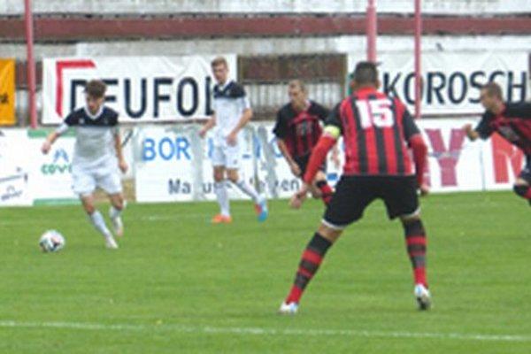 V zápase V. Ludince - Topoľčany diváci gól nevideli.