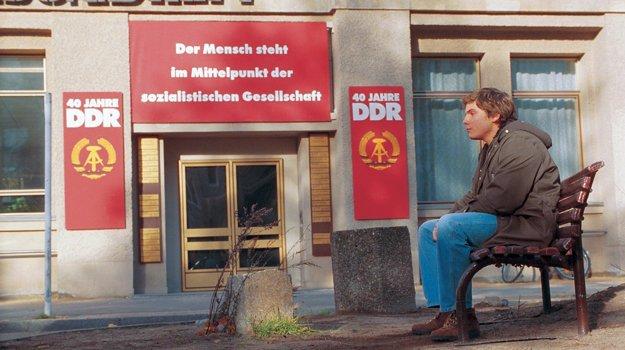V hlavnej úlohe komédie Goodbye Lenin! hrá Daniel Brühl.