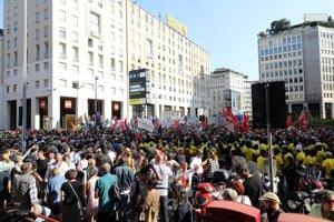 """Na demonštrácii pod mottom """"Spoločne proti múrom"""" nechýbali aktivisti ľudskoprávnych organizácií."""