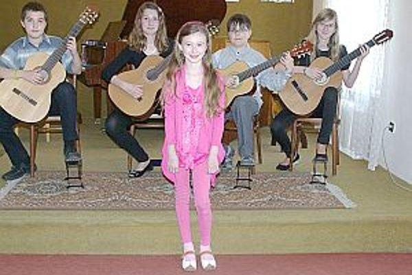 V takejto zostave zahrajú mladí muzikanti kamarátom v Klobušiciach.