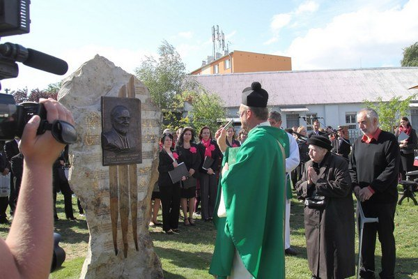Pamätník vznikol pod rukami Barbary Mikuláš Burianovej zPráznoviec.
