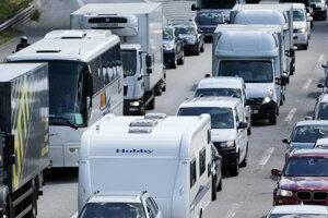 Jazdné pruhy diaľnice v smere do Nagykanizse polícia na obdobie záchranných prác uzatvorila.