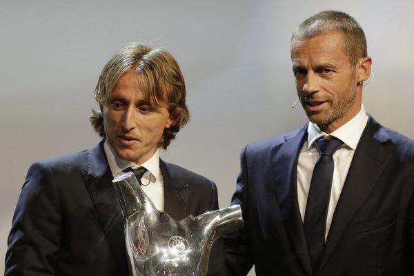 Luka Modrič (vľavo) a Alexander Čeferin, šéf UEFA.