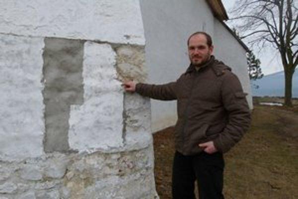 Na šikmých stenách bude treba ešte raz obnoviť omietku.