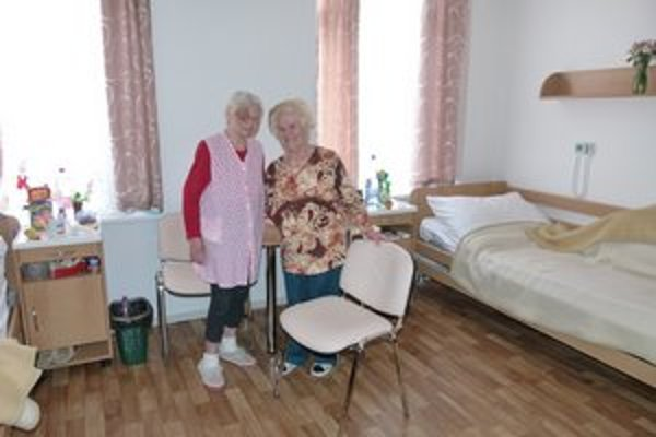 Niektorí seniori bývajú v zariadení už od februára.