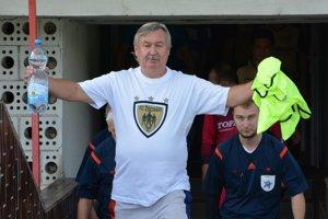 Dnes už bývalý kustód MFK Topoľčany Gejza Golešényi strávil pri topoľčianskom futbale mnoho hodín. Momentálne ale už pri mužoch MFK nepôsobí, no v Topoľčanoch zostal i naďalej. Robí vedúceho mužstva ako i maséra FC Žochárom.
