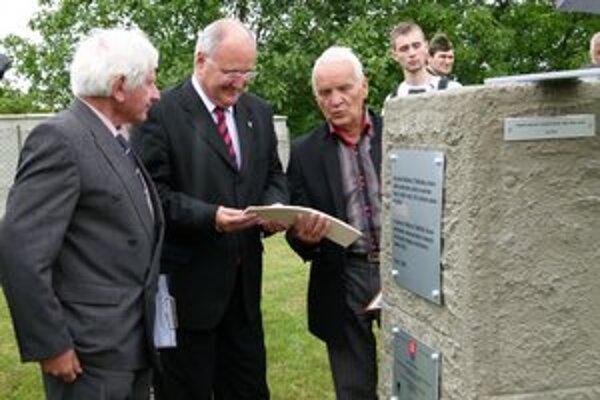 Slávnostného odhalenia sa zúčastnil sa aj minister Dušan Čaplovič.