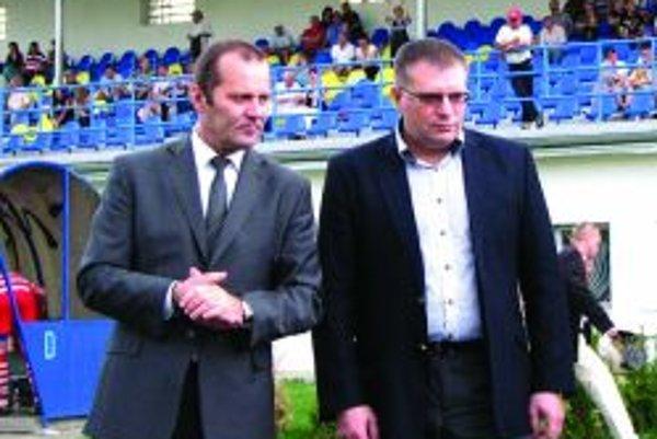 Predseda ZsFZ Ladislav Gádoši (vľavo) rokuje so šéfom SFZ Jánom Kováčikom o vhodnom modeli reorganizácie.