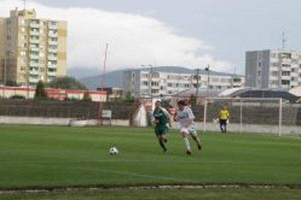 Dávid Badinský (v bielom) strelil druhý gól Topoľčian.