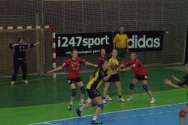 Ženy Topoľčian vyhrali doma o štyri góly.
