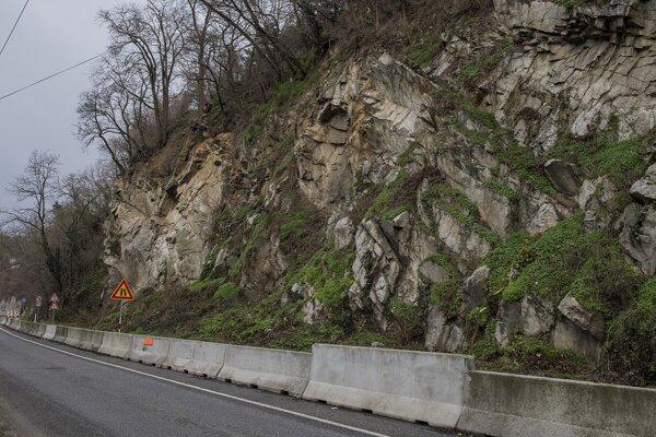 Hlavné mesto zabezpečí obhliadku kritických úsekov na Devínskej ceste