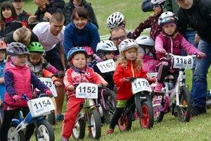 Deti sa športu v posledných rokoch skôr vyhýbajú. Poukazy by mali pomôcť, aby sa začali viac hýbať.
