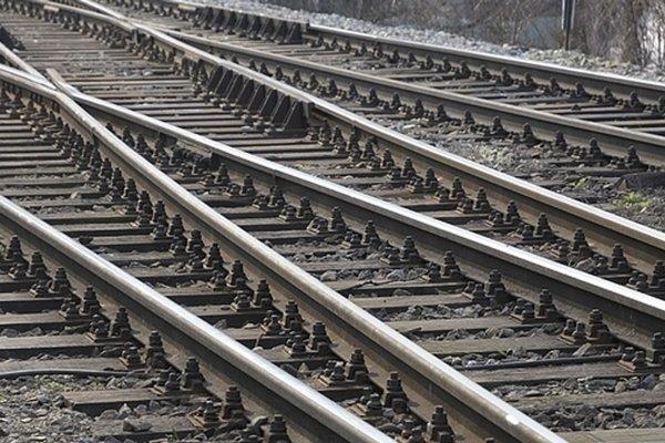 Muž, ktorý utrpel na trati zranenia, skončil v Kysuckej nemocnici.