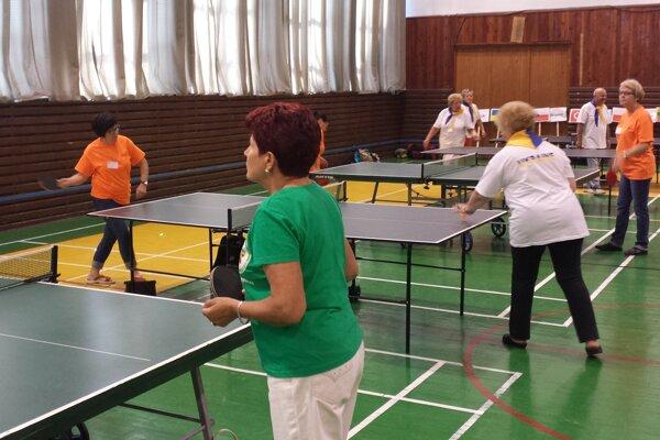 Aktívni seniori počas minuloročnej olympiády univerzít tretieho veku.
