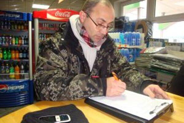 Petičné papiere zatiaľ krášli vyše 20 000 podpisov. Na protest poslúžilo aj sedem čerpacích staníc Topoľčianskeho okresu.