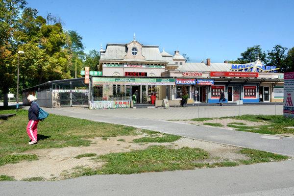 Firma Eurogold Plus by rada odkúpila od mesta parcely okolo svojej budovy (bývalá známa reštaurácia Park) v tesnom susedstve železničnej stanice a Mestského parku.