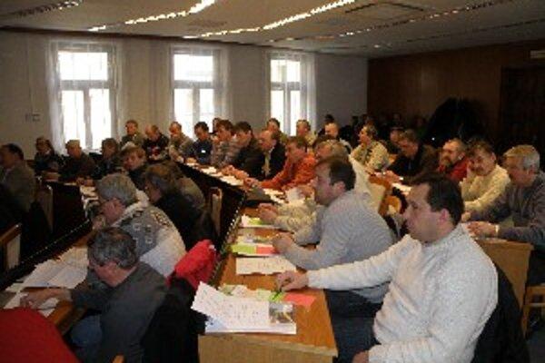 Zástupcovia klubov počas konferencie.