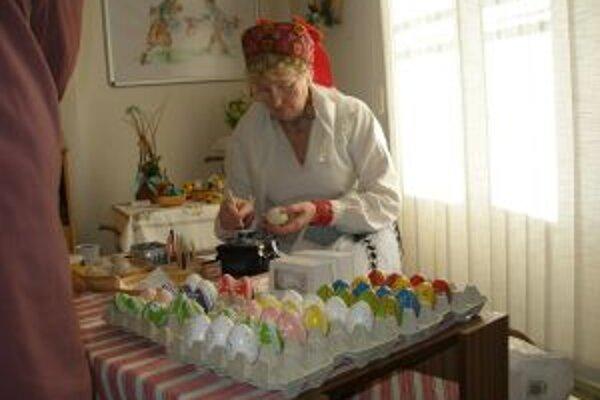 Silvia Škvareninová z Bošian zdobí vajíčka už 28 rokov.