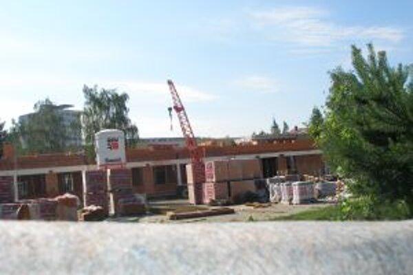 Na Škultétyho sa okrem rekonštrukcie stavia aj nový pavilón.