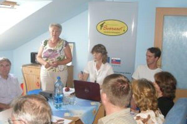 Hostí z Padiny privítala predsedníčka Mikroregiónu Svornosť Darina Gerhátová.