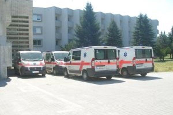 Sanitky bývalého prevádzkovaeľa nemocnice od marca nejazdia.