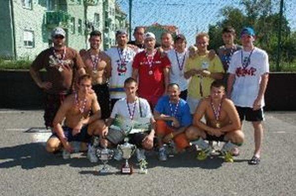 Topoľčany City - vyhrali celý turnaj, vo finále porazili Tovarníky presvedčivo 10:0.
