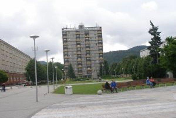 Centrum Partizánskeho bez výškovej budovy si dnes málokto dokáže predstaviť.