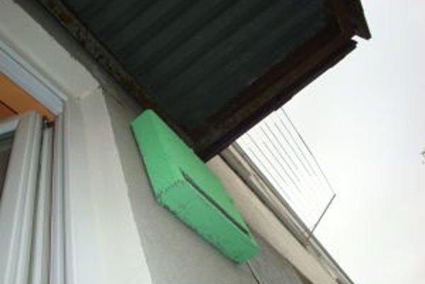 Zelená búdka láka pohľady ľudí už z diaľky.