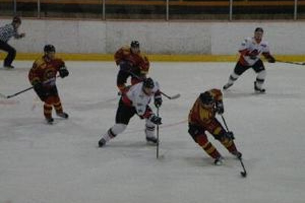 Hokejisti doma vyhrali o jeden gól.