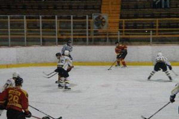 Topoľčany doma porazili Michalovce, prehrali však v Sp. Novej Vsi.
