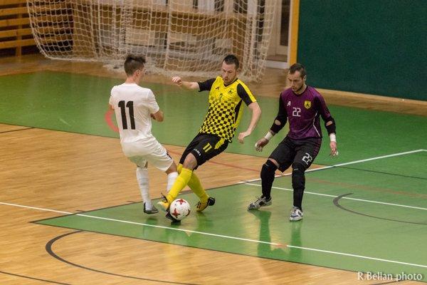 Súboj Patrika Krištofíka (v žltom) a Rastislava Moravca (v bielom)