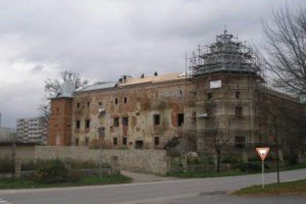 Rekonštrukcia kaštieľa Bossányiovcov potrvá do roku 2015.