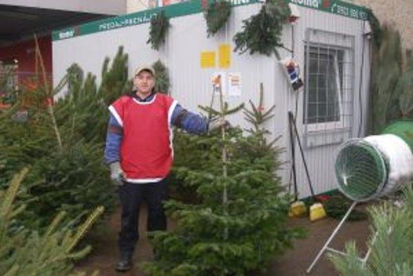 Stromčeky sa začali predávať v Topoľčanoch tento týždeň.