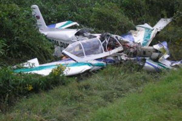 Letecká havária. Vyslobodzovanie obetí bolo náročné.