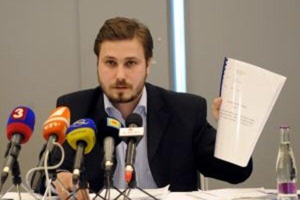 Martin Naništa, bývalý riaditeľ topoľčianskej nemocnice, ešte stále nevyplatil zamestnancom mzdy.