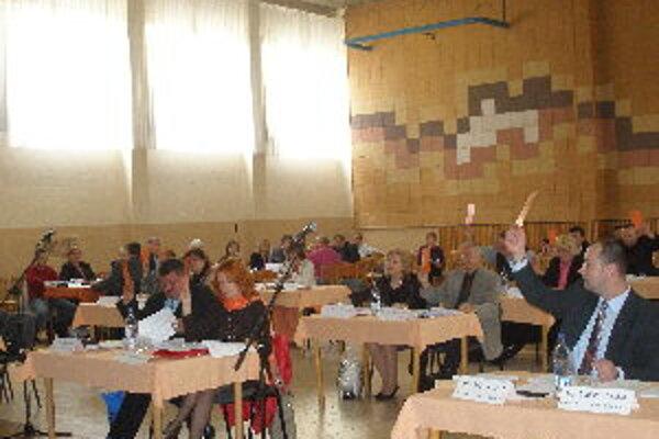 Banovskí poslanci schválili takmer všetky body zasadnutia MsZ jednomyseľne.