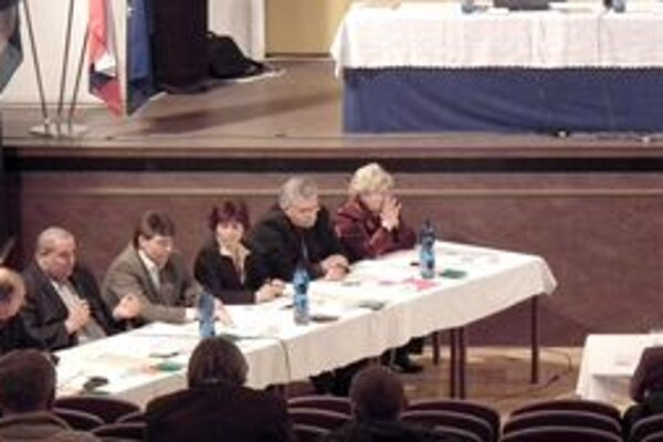 Predložené uznesenie poslanci zmenili, navrhli iné.