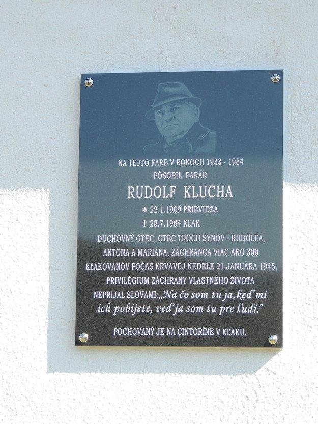 Pamätnou tabuľou vzdali česť kňazovi Rudolfovi Kluchovi.