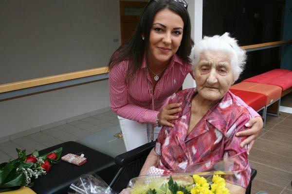 Oslávenkyňa s pravnučkou Veronikou.