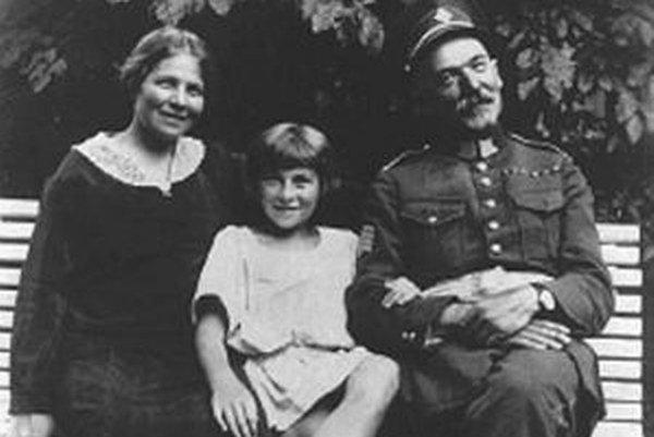 Tajovský so svojou ženou a dcérou v roku 1922.