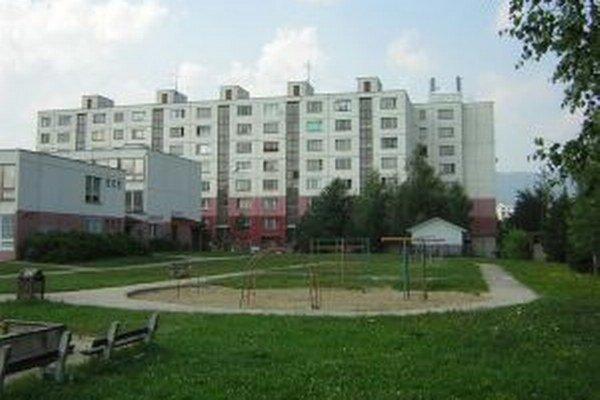 MŠ na Ulici A. StodoluDo osemtriednej MŠ v Záturčí chodí 186 detí. Podľa štatistického prehľadu sa v nej nepodarilo umiestniť 14 martinských detí.