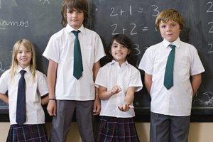 Tieto školské uniformy si vybrali žiaci a žiačky sami. Kravaty nie sú povinné.